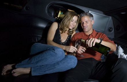 couple_date_stretch_limo